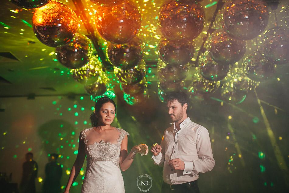 020-yacht-club-puerto-madero-buenos-aires-casamiento-fotoperiodismo-de-bodas-norman-parunov-072