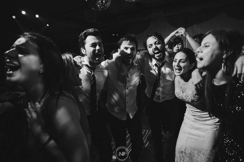 020-yacht-club-puerto-madero-buenos-aires-casamiento-fotoperiodismo-de-bodas-norman-parunov-076