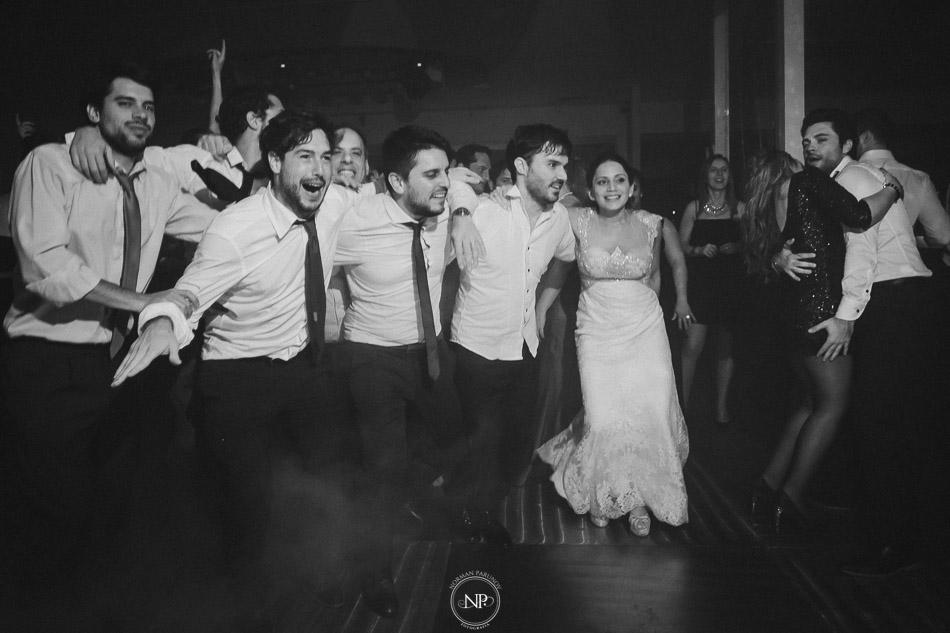 020-yacht-club-puerto-madero-buenos-aires-casamiento-fotoperiodismo-de-bodas-norman-parunov-077