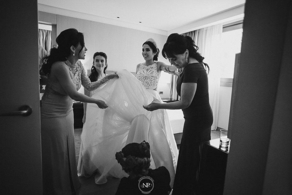 getting ready, vestido de novia, casamiento en Palacio Duhau Park Hyatt Bs As, fotoperiodismo de bodas, Norman Parunov