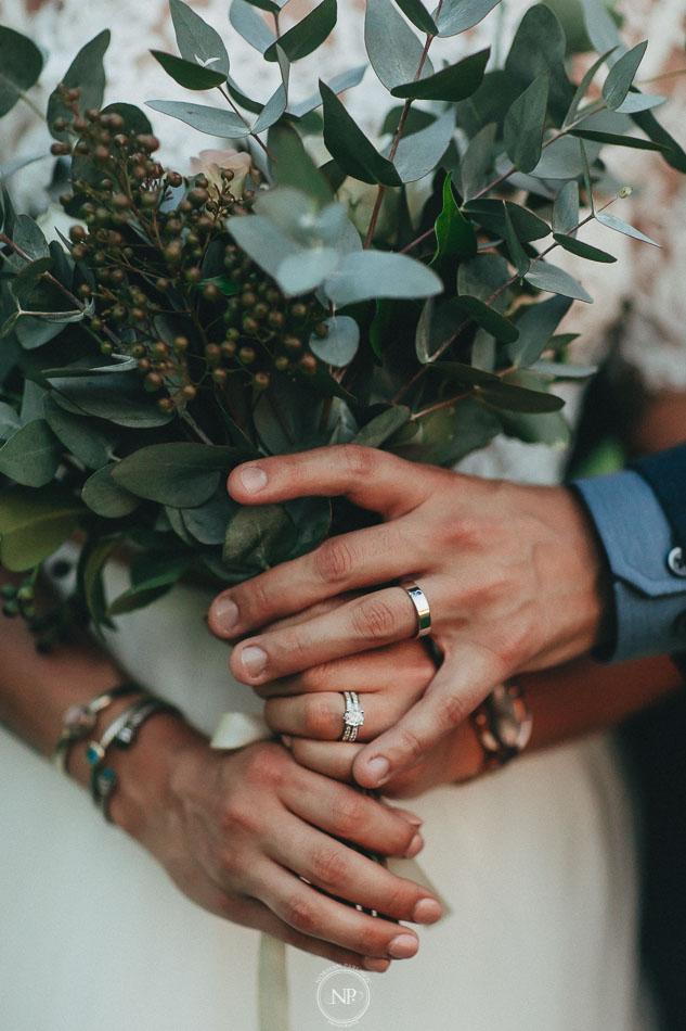 ramo y anillos, retratos de pareja, casamiento al atardecer en Estancia La Linda, fotoperiodismo de bodas, Norman Parunov