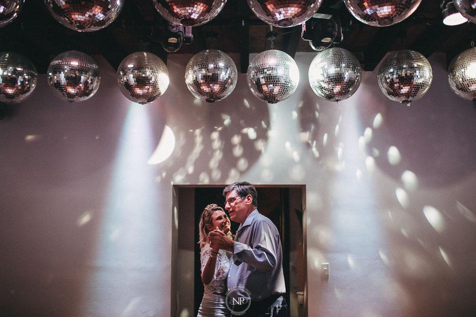 vals, casamiento al atardecer en Estancia La Linda, fotoperiodismo de bodas, Norman Parunov