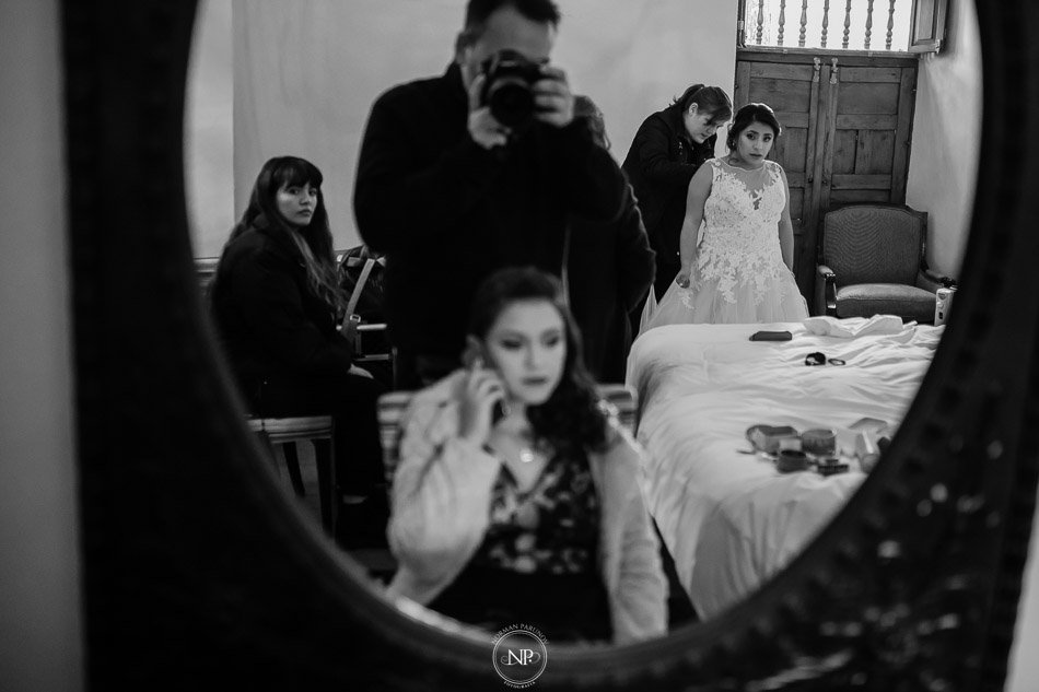 getting ready en Palacio Manco Capac by Ananay, destination wedding en Cusco Perú, fotoperiodismo de bodas, Norman Parunov