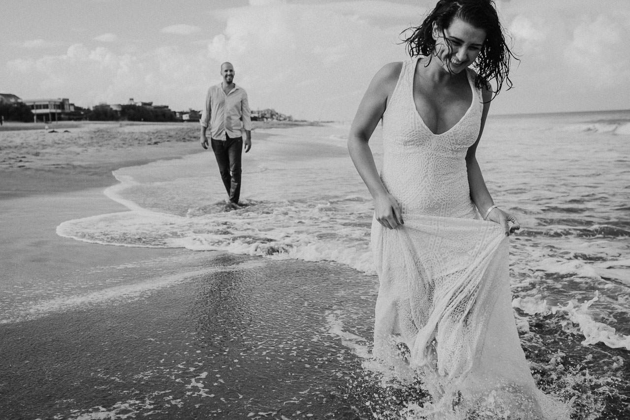 Trash the dress en Viila Gesell, fotoperiodismo de bodas, Norman Parunov